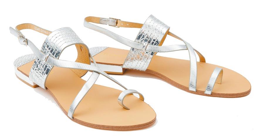 SOGO復興館itabella交叉繞踝涼鞋,原價3680元、特價500元 約1.4折,共限量20雙。(SOGO提供)