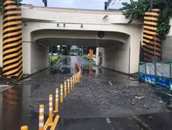 瞬間大雨 台南小東地下道封閉 安南區安通路也積水
