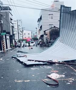 台南驚現龍捲風 馬路一片狼藉