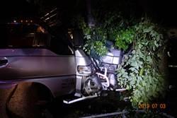 司機疲勞自撞受困  起火前獲僥倖獲救