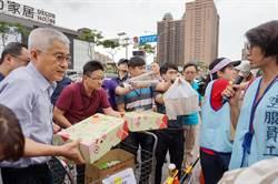 桃副市長李憲明罷工棚發送物資 人道關懷