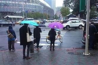 西南風挾暖濕空氣 週四南部陣陣大雨…其他午後雨