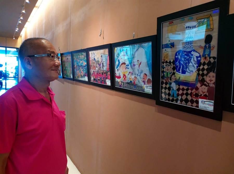 雲林縣日商艾杰旭公司舉辦全縣兒童繪畫比賽,得獎作品3日上午在雲林縣府開展。(許素惠攝)