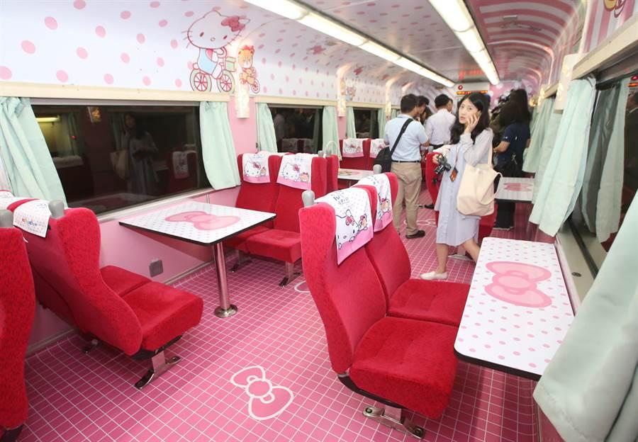 粉色系的圖案裝飾,把車廂內裝點綴得繽紛夢幻。(范揚光攝)