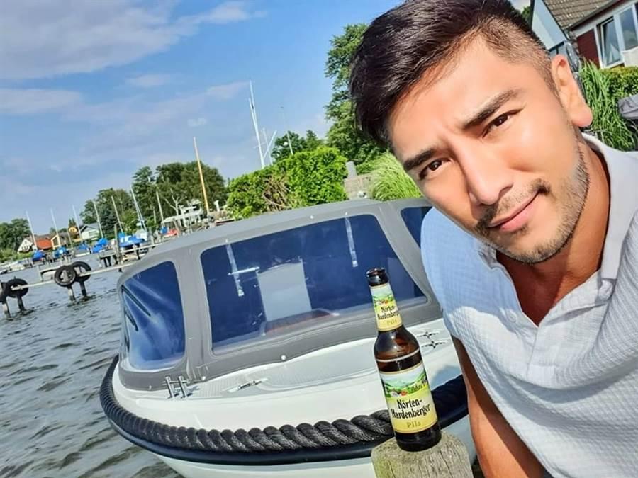近期羅平向劇組告假一個月,臉書上都是他到歐洲度假的照片,原來是他和交往三年的女友到歐洲結婚度蜜月。(圖/翻攝自羅平臉書)