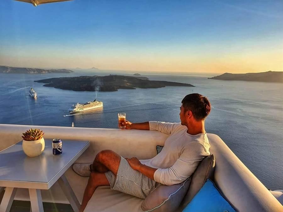 羅平度蜜月照,除了在德國結婚外,他們也去了希臘。(圖/翻攝自羅平臉書)