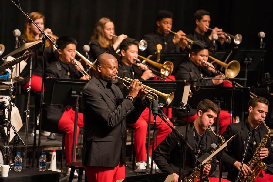 美國國家青年爵士樂團,將在藝術總監、葛萊美獎得主西恩.瓊斯帶領下,首度來台。(牛耳藝術提供)