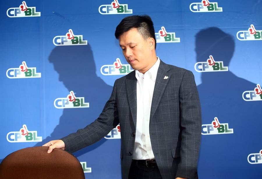 桃猿球團領隊劉玠廷證實樂天收購桃猿一事,19日將召開記者會。(陳信翰攝)