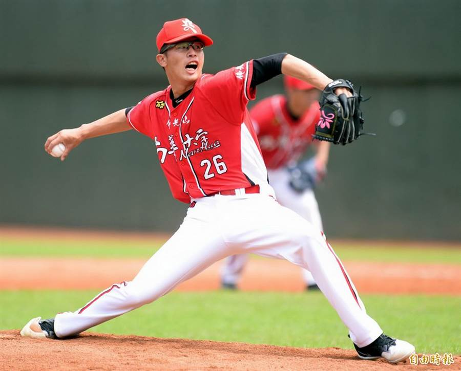 中华职棒选秀, 南华棒球队大满贯六位入选味全龙,图为运动学程二年级投手蔡明宪。