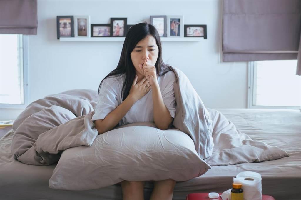 黴菌感染可能引發肺炎。(圖/達志影像)