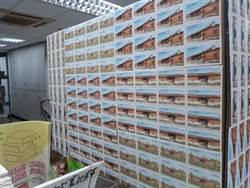 寄海外包裹!她貼496張郵票海