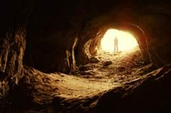 洞穴封550萬年 勘查驚見詭異東西