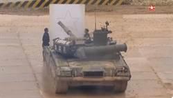 俄國戰車表演畫圖切水果 展現駕駛兵的細膩