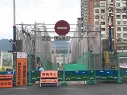 三峽拱橋封橋整建 居民盼設紅綠燈管制通行方向