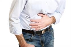 胃痛半個月!他腸中拉出超噁巨蟲
