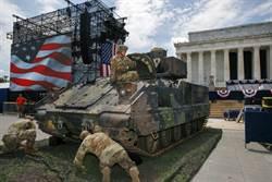美國國慶日大典 M2戰鬥車現身林肯紀念館