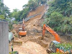 汐止秀山路又崩 大雨刷出維管問題