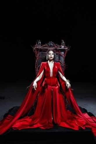 李幸倪火紅審判女王裝上身「美麗但有刺」