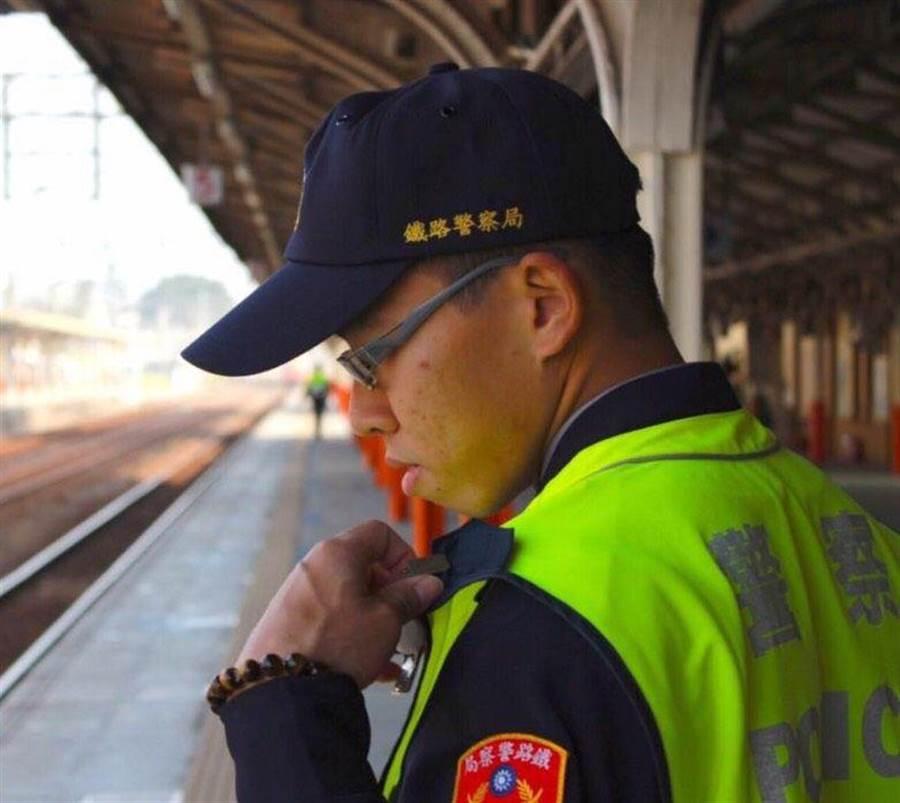 火車廂遭刺死的鐵警李承翰執勤認真負責。(廖素慧翻攝)