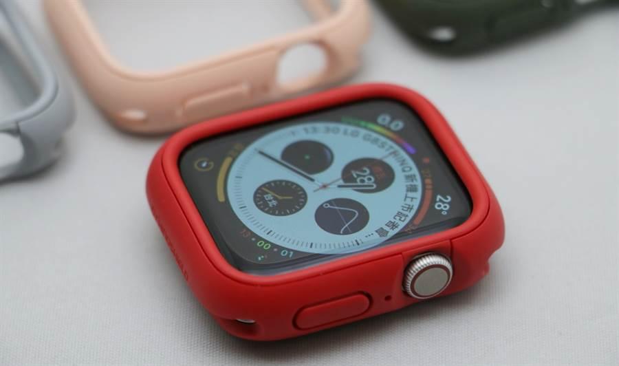 Apple Watch(Series 4)安裝上犀牛盾Apple Watch CrashGuard NX保護殼後的正面狀態。(圖/黃慧雯攝)