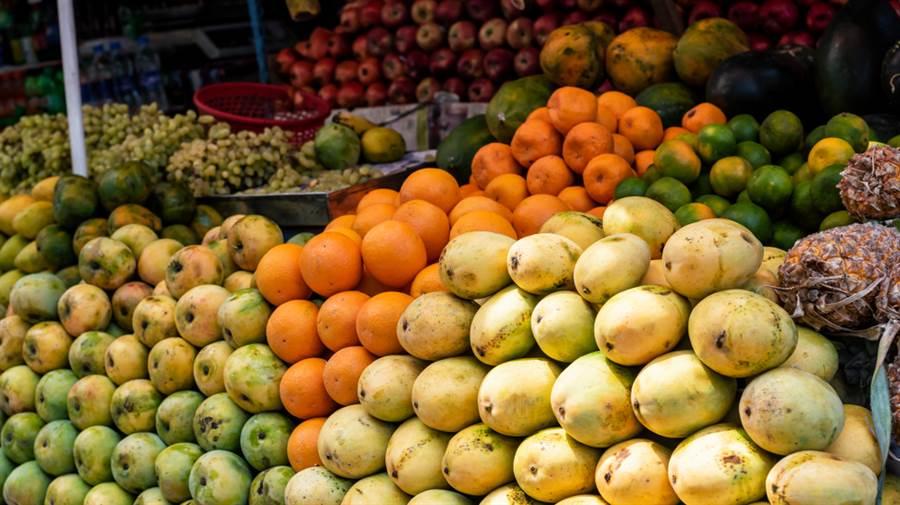 有些水果熱量比肉類還高,吃多了更容易胖。(達志影像)