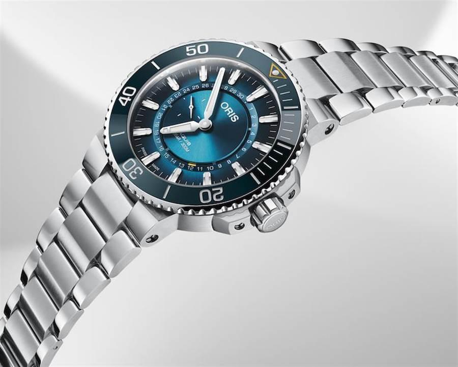 大堡礁限量腕表III採用43.50毫米的不銹鋼表殼,水藍色漸層表盤,單向旋轉表圈。全球限量2000只,售價7萬元。(ORIS提供)