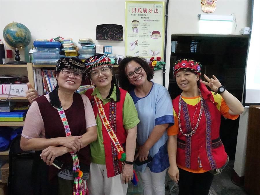 新北市政府家庭教育中心4日於原住民烏來溫馨照顧服務勞動合作社舉辦「原」來這麼幸福-親子樂學營。(葉書宏翻攝)