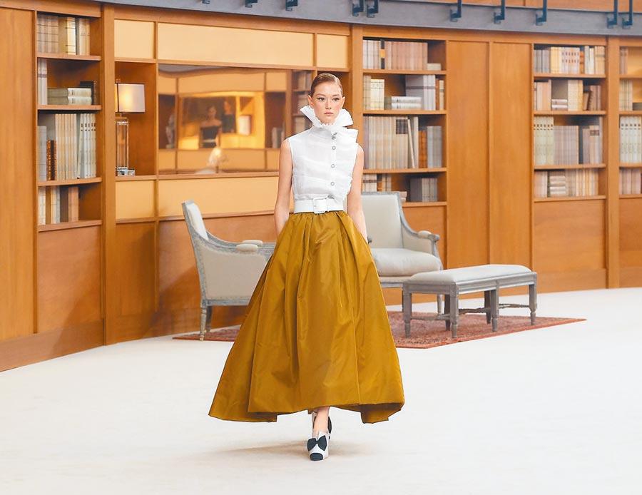 香奈兒高訂服的Geek Look時尚充滿知性與優雅,有書卷味但非書呆子。(CHANEL提供)
