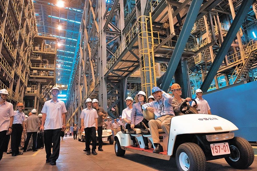 2017年5月16日,蔡英文總統視察中鋼第三冷軋廠。(總統府提供)