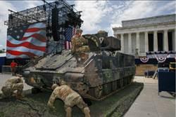 川普慶祝美國慶 戰機戰車助陣
