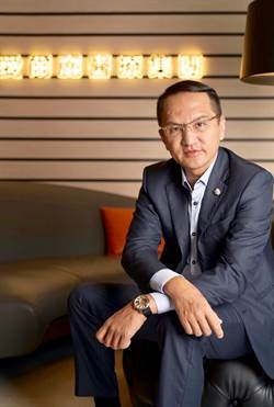 醫美總裁捐贈電擊槍 徐國勇的友人原來是他