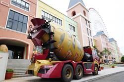 「鋼鐵人裝」水泥車扭蛋機 強勢登陸麗寶OUTLET MALL