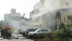 台中鐵皮屋火災 一度燒至鄰居客廳
