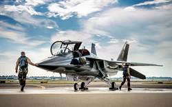 帥爆!波音薩博合作 美空軍TX教練機EMD首飛