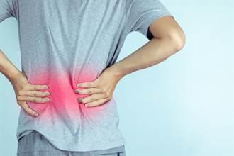 腰痠一個月恐致命 醫抽出「抹茶拿鐵」尿大驚:腎功能剩50%