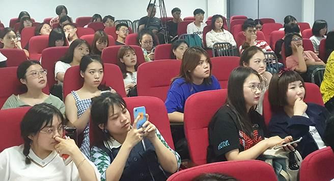 學員聆聽講座內容。(戴有良攝)