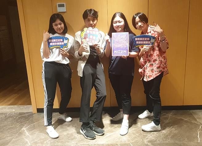 許又婕(左起)、陳科宏、李采玲、蕭絜心在經過導師指導後對設計都有更多的體會。(戴有良攝)