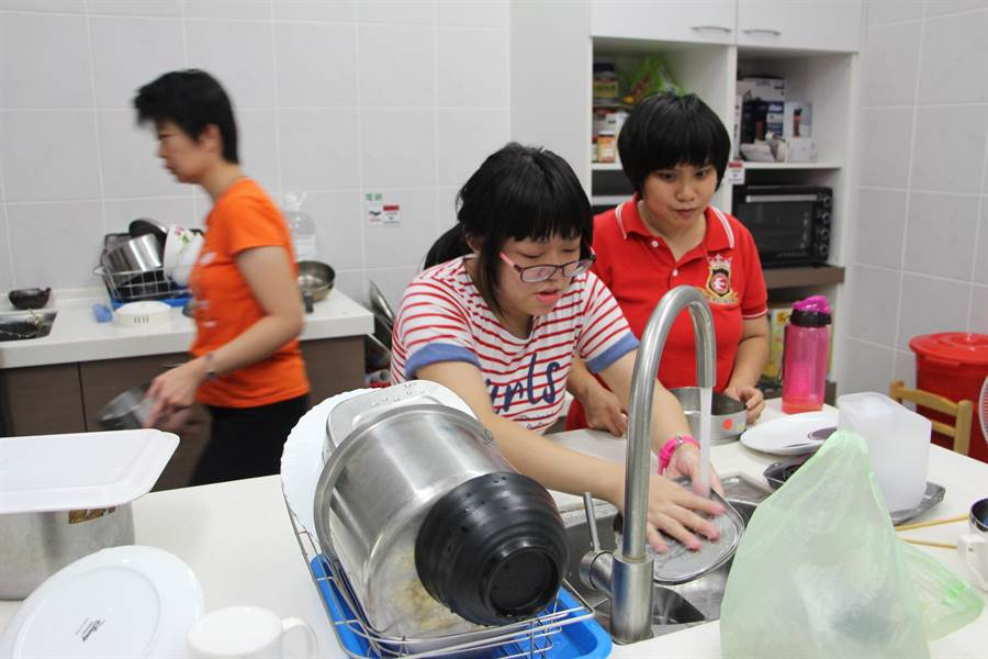 心路基金會希望透過「午餐膳食自立計畫」,找到更多對餐飲有興趣的智能障礙孩子,協助他們就業。(圖/心路基金會提供)