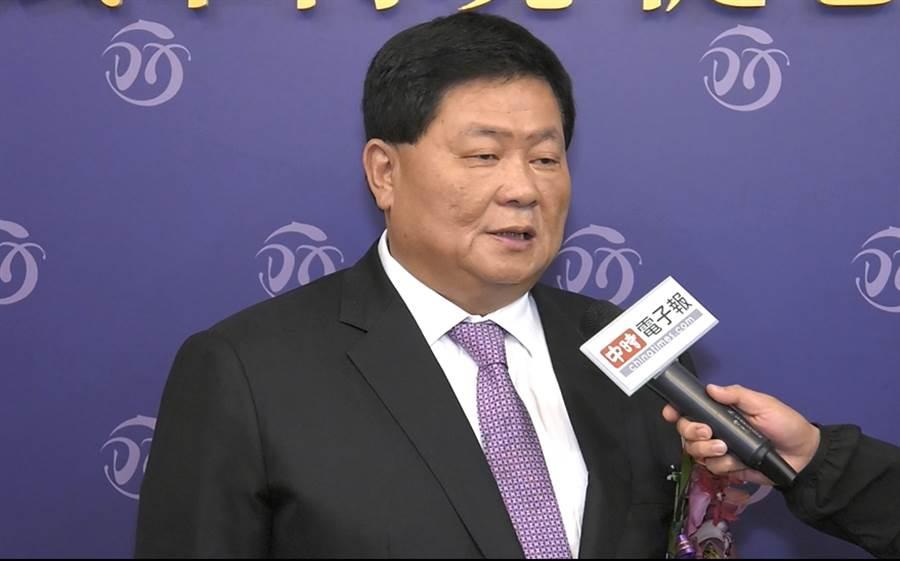 顏清標董事長談到老友韓國瑜日漸消瘦感到不捨,力邀他來頂鮮吃豐盛大餐。(照片/范佐意 拍攝)