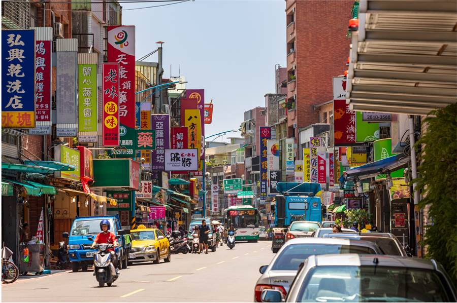 八里區中山路商圈,生活機能相當成熟。圖/業者提供
