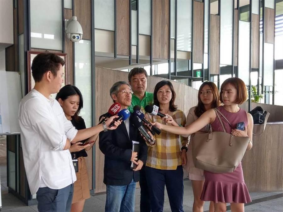 政治大學主任秘書何賴傑今(5)日出面說明員額新制的規劃。圖:政治大學