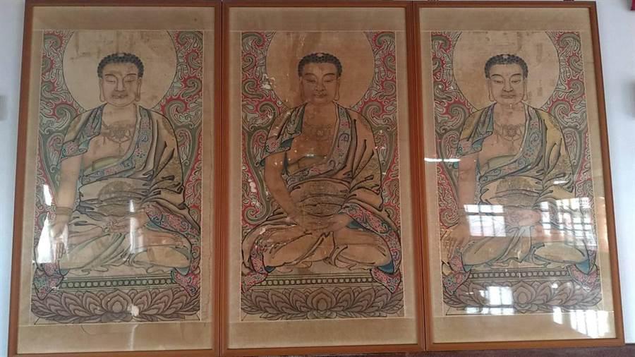 彩繪大師陳玉峰的7張巨幅佛菩薩像。(張毓翎翻攝)