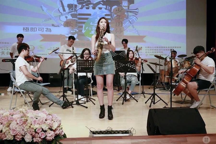 參與少年囝仔ㄟ台灣歌比賽的選手們均賣力演出。(蔡建男提供)