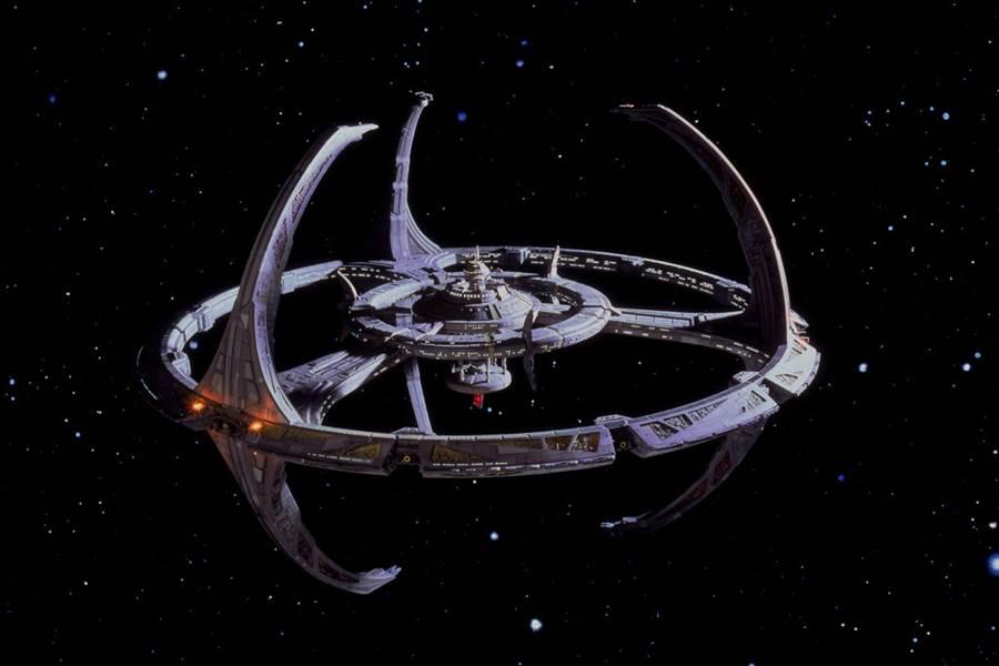 科幻電影《星際爭霸戰》的深空9號。(圖/網路)