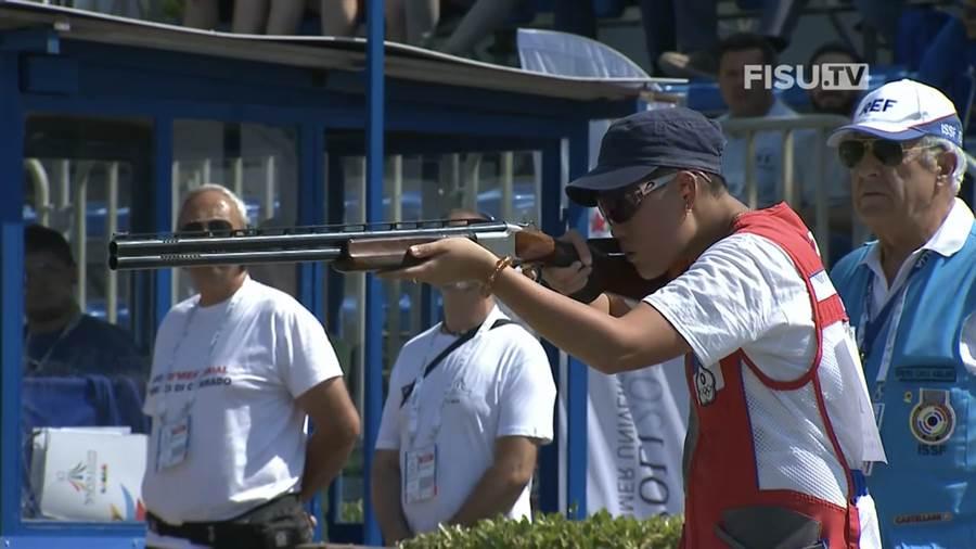 劉宛渝在拿坡里世大運不定向飛靶替中華隊奪得首金。(翻拍世大運官網)