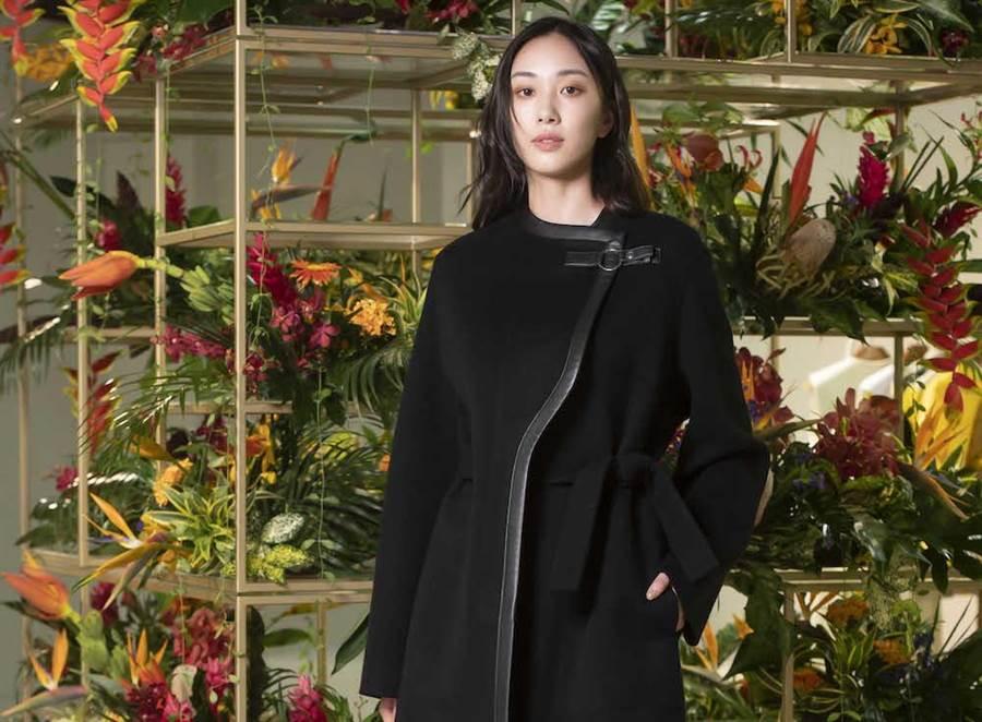 愛馬仕黑色雙面作工喀什米爾羊絨大衣,是新經典主義與新騎士風主義代表,強調服飾的曲線剪裁,適合整日穿搭,32萬7800元。黑藍色初剪羊毛煙管褲5萬1800元。(HERMES提供)