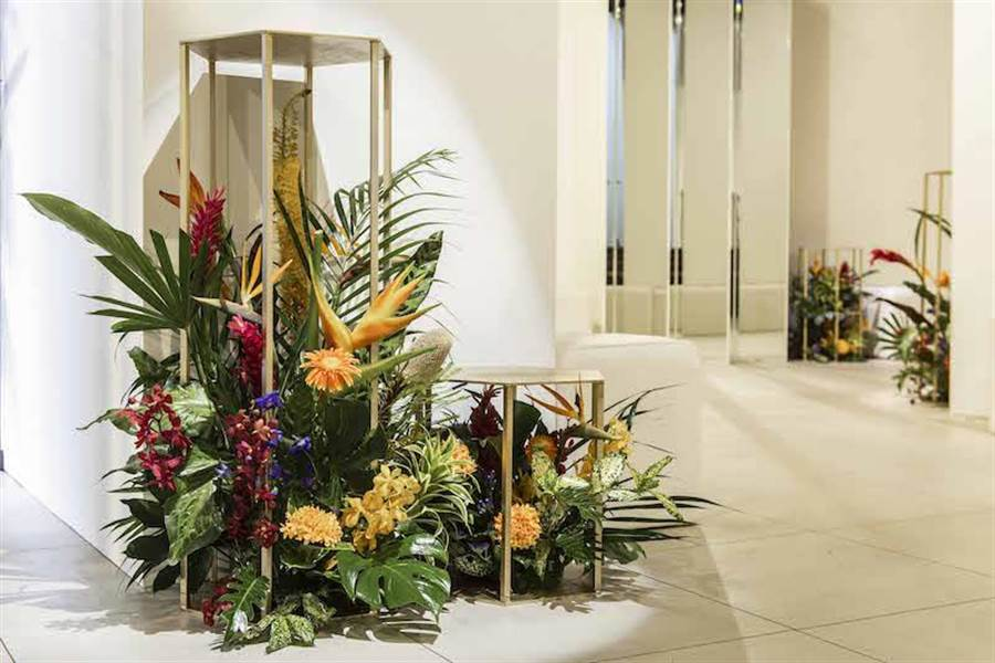 愛馬仕在台北舉辦的鑑賞會,以熱帶植物與花卉佈置,沉靜氣氛中帶有歡欣熱鬧。(HERMES提供)