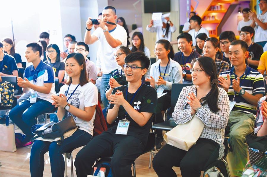 青年職涯夏令營課程活潑有趣,35位參與的學員反應都相當熱烈。(吳亮賢翻攝)
