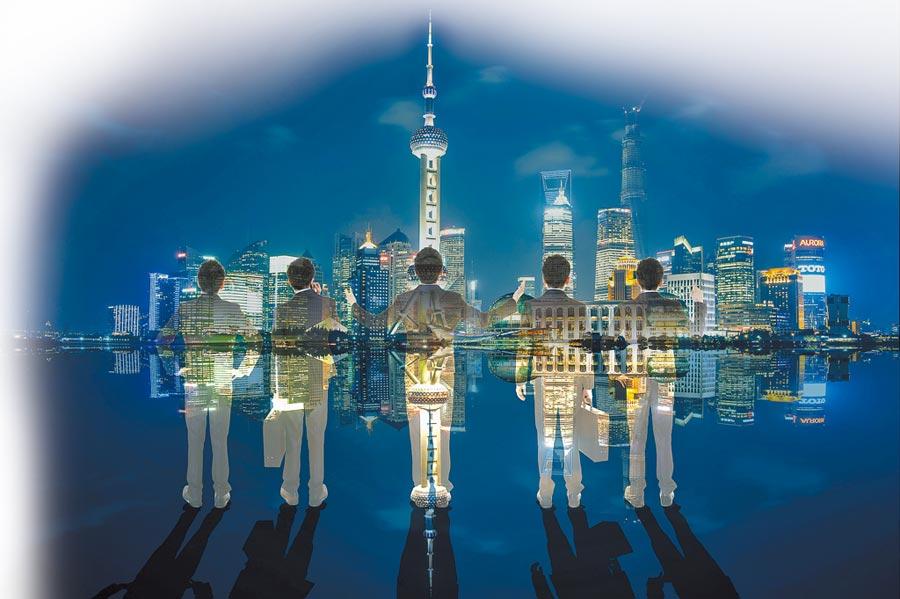 上海人力資源市場近半為16至35歲青年,平均月薪逾7342人幣。(CFP)