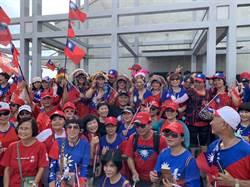 柯文哲港邊拍照 民眾路過舉國旗喊「韓國瑜凍蒜」